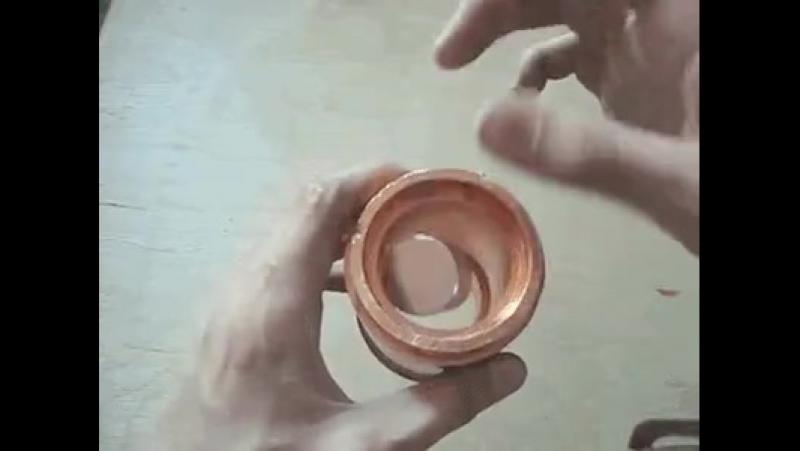 Падения магнита через медный патрубок