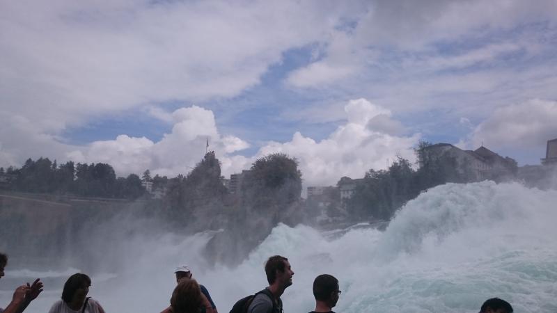 Рейнские водопады в районе замка Laufen (Neuhausen, CH)