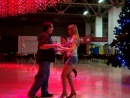 Ольга танцует на сальсатеке