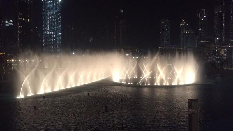 Поющий фонтан в Дубае;)