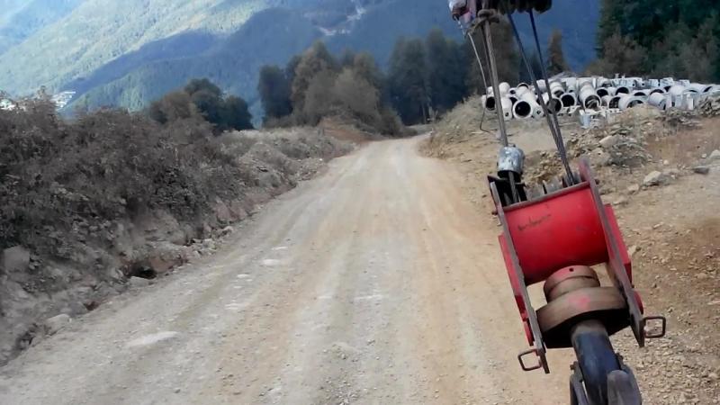 спуск на автокране с горнолыжного склона