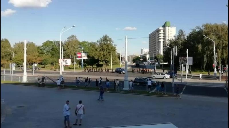 Фанаты Зенита направляются к стадиону Динамо