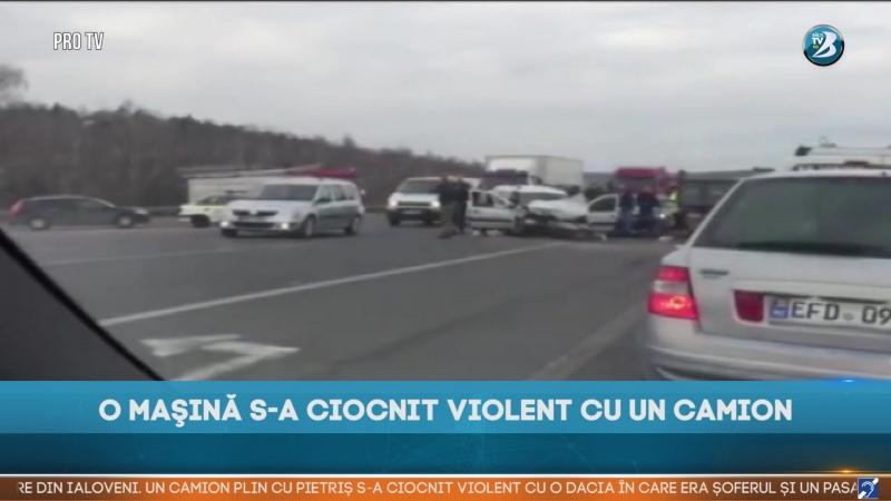 O MAŞINĂ S-A CIOCNIT VIOLENT CU UN CAMION