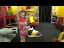 Дети играют в Доме Великана. Entertainment for kids