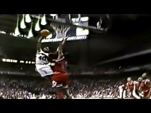 Willie Anderson Dunks All Over Bill Cartwright, John Lucas Goes a Little Nuts