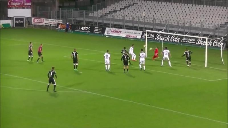 Невероятное пенальти во втором дивизионе французской лиги между клубами Vannes и Rennes.
