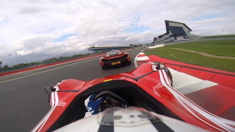 McLaren P1 VS BAC Mono on track