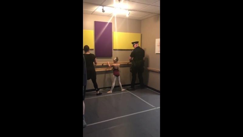 Cop dad dances ballet with daughter 984510