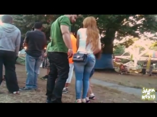 Candid big booty in tight jeans