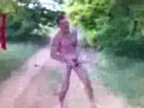 Голый мужик в лесу поет про Лену )))