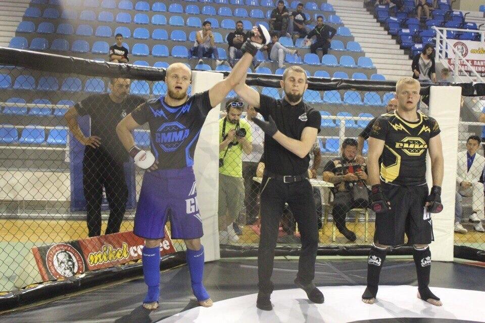 Эдуард Муравицкий (слева) – победитель Мировых Экстремальных игр в боях один на один.