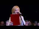 Ирина Гринева читает стихотворение Пусть так ответит каждый в каждый миг на концерте посвященном Дню Охи