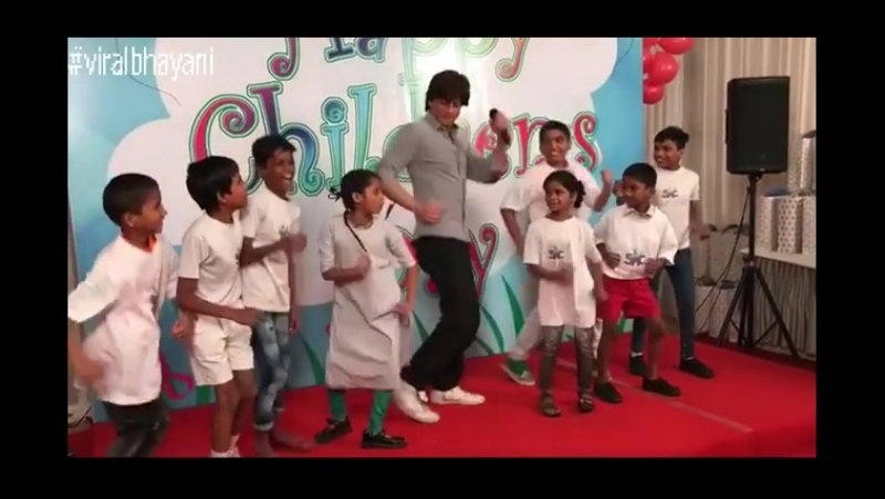 Shah Rukh Khan at Childrens Day with a NGO in Mumbai 8