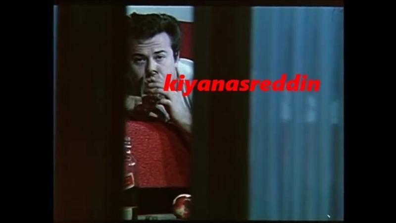 Türk filminde Kuzey Vargın avını dikizliyor - Müşerref Akay siyah kilot frikik