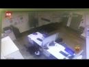 Инкассатор убежал от вооруженного грабителя столичного банка