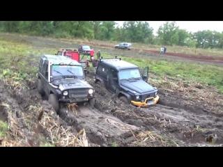 Гелендваген против УАЗа по грязи (Mercedes Gelandewagen VS UAZ)