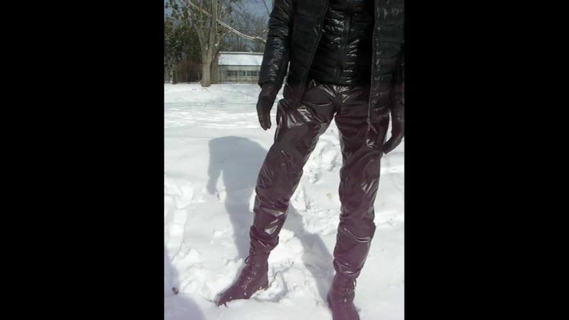 Плащёвые штаны, берцы Bundeswehr, куртка New Balance, кожаные перчатки
