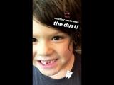 У Тома выпали зубы (из истории Женевьев на Инстаграме)