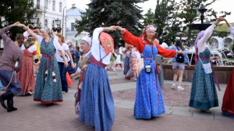 Приглашаем присоединиться к русскому народному танцу, который знают и умеют танцевать костромичи