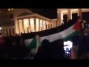 Schaut es euch einfach an. Allahu Akbar an Deutschlands Wahrzeichen, dem Brandenburger Tor. Was könnte man an solchen Bildern