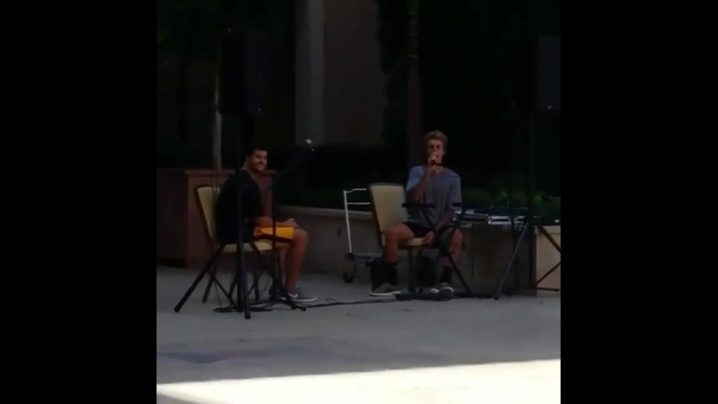 September 16, 2017: New/old fan taken video of Justin singing 'A Song for Mama' at the Montage hotel in Beverly Hills, Californi