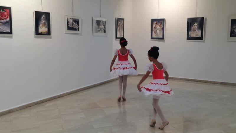Выступление учениц ÉCOLE DES ARTS CLASSICA на открытии моей персональной выставки