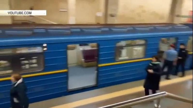 Голый мужчина пытался угнать поезд метро в Киеве
