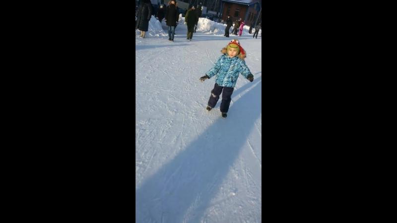 Сеня - первый выход на лед :)