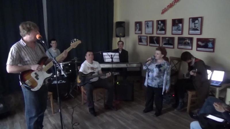 Группа Квинтет Луи плюс-Выступление на Рождественской ярмарке-Арт-холл Квартал Луи-13 01 2018