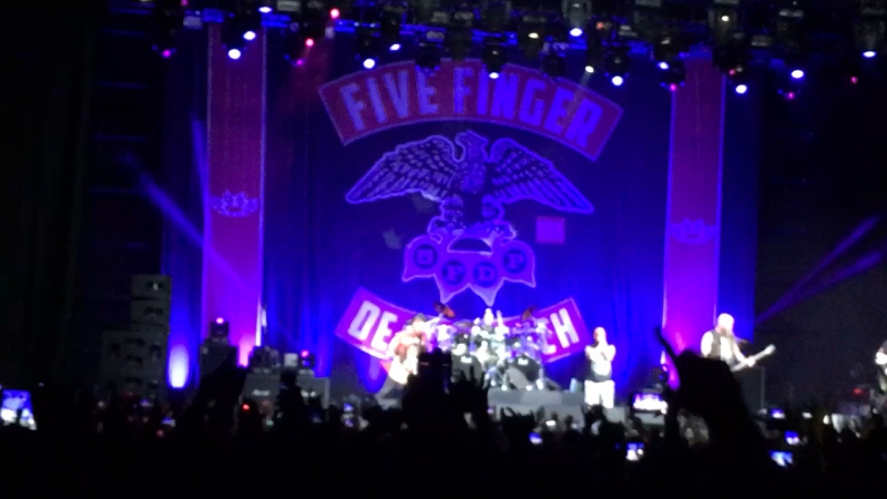 Five Finger Death Punch - Jekyll And Hyde (Live @ Moscow Stadium 3.11.17)
