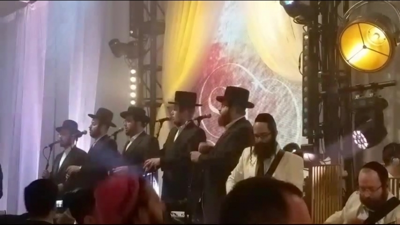 Itzik Dadya Simcha Leiner Beri Weber sing at a Wedding