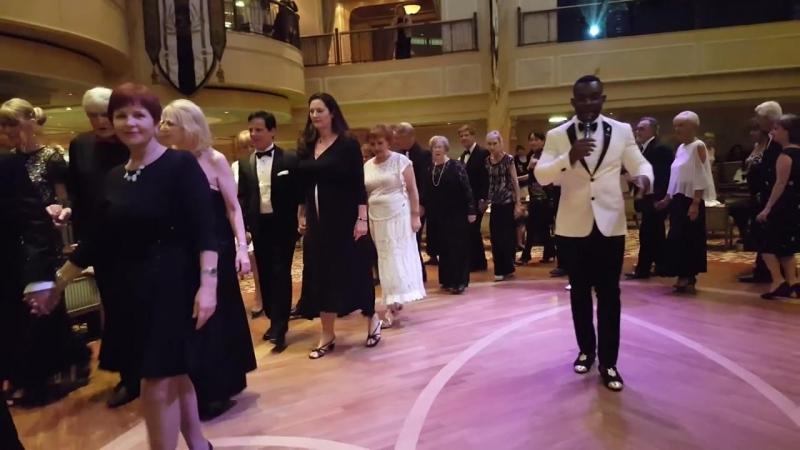 InCruises! Наши партнёры во главе с Майклом Хатчисоном танцуют в Королевском Зале!