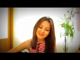 ОЧЕНЬ МИЛАЯ ДЕВУШКА поёт и играет на гитаре (собственная песня) / Ein sehr nettes Mädchen singt und spielt Gitarre (eigenes Lied
