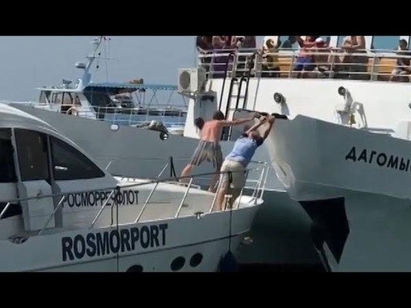 В порту Сочи теплоход с пассажирами едва не врезался в катер