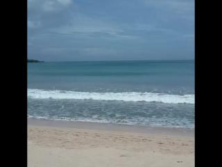 пляж в туристическом районе Джимбаран (Бали, Индонезия)