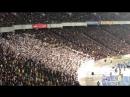Футбольные фанаты поют