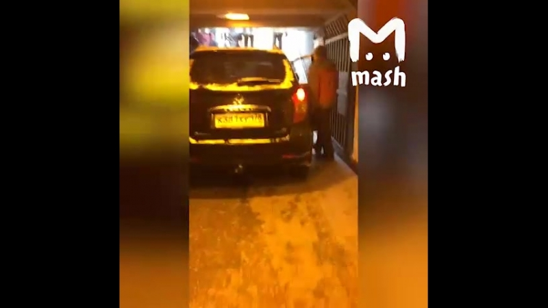 В Петербурге автомобиль SsangYong въехал в подземный переход