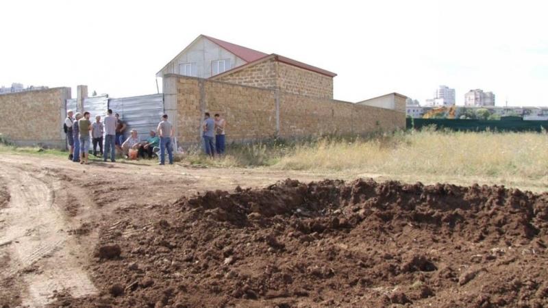 На «Стрелковой» начали рыть котлован рядом с домами крымских татар