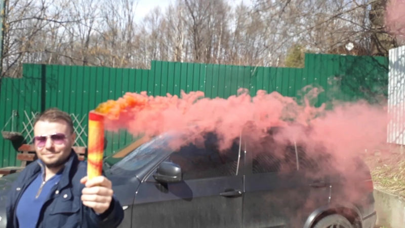 Фаер дым красный с чекой.