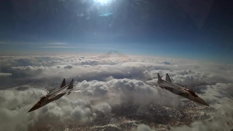 Дозаправка в воздухе истребителей-перехватчиков МиГ-31БМ Тихоокеанского флота