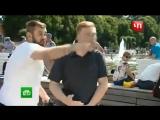 Корреспондента НТВ ударили в прямом эфире на День ВДВ