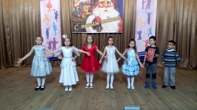 Младшая группа образцового коллектива вокального ансамбля Карнавал Принцесса