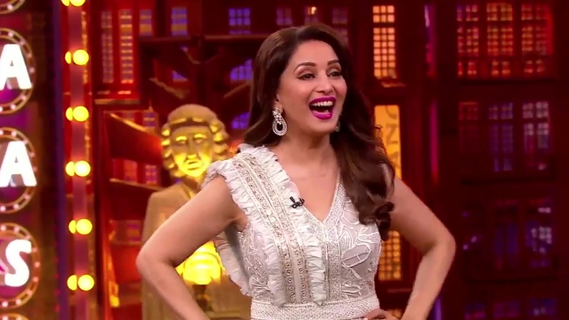@BalrajSyal shows us the most innovative way to sell veggies! Catch all the madness with @MadhuriDixit tonight at 9PM only on En