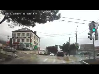 Фура без тормозов в Геленджике запись с видеорегистратора