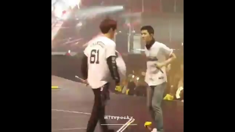Chanyeol sehun (360p).mp4