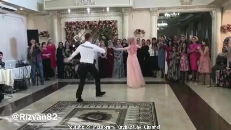 Русский парень - москвич, классно танцует лезгинку в Грозном. Чеченская свадьба