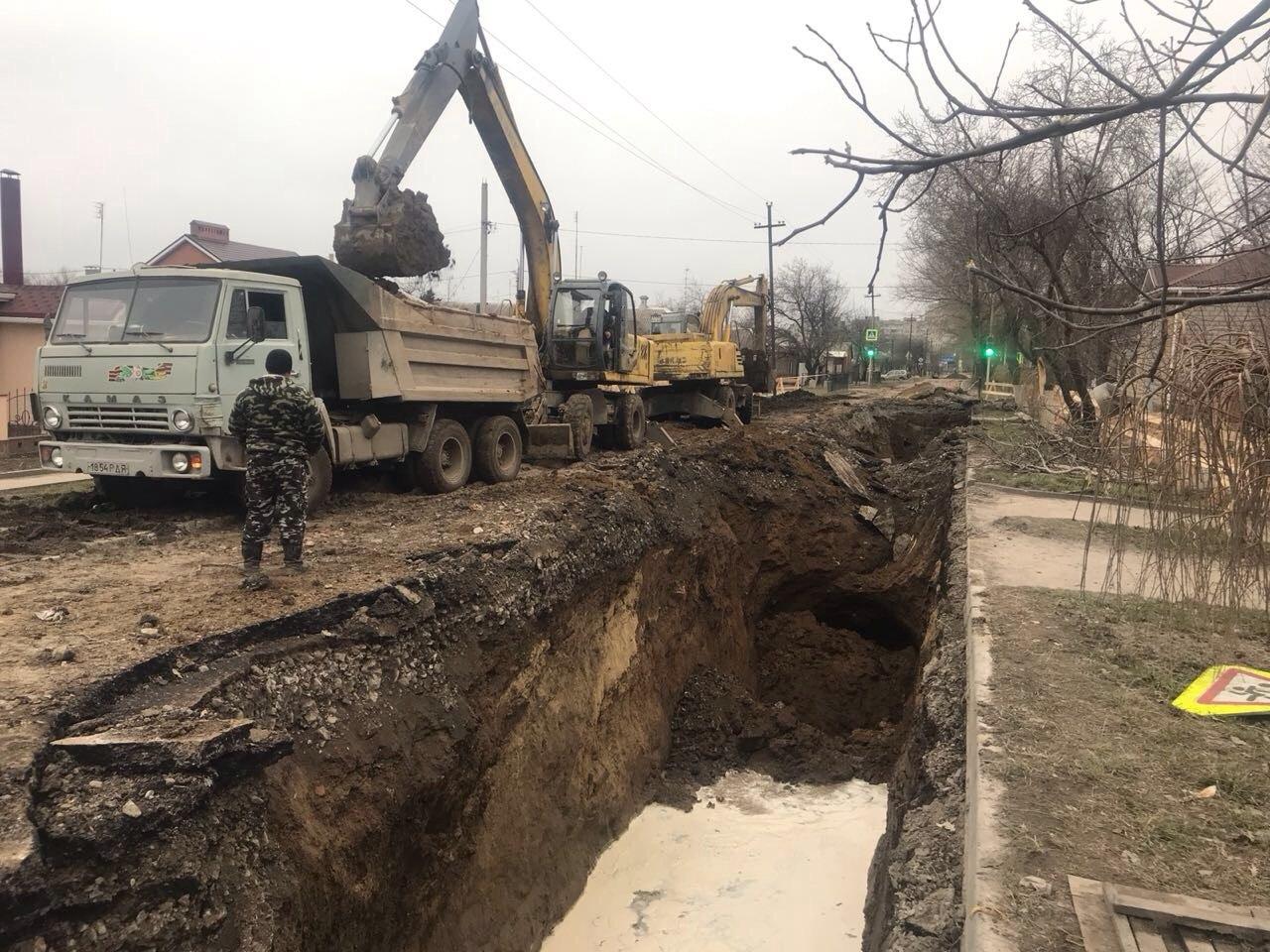 Водоканал: В Таганроге тульские специалисты начали капитальный ремонт коллектора по улице Шило. ВИДЕО