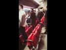 Perrie cantando el himno en el partido de Liverpool hoy junto a Ellie via instagram story 3