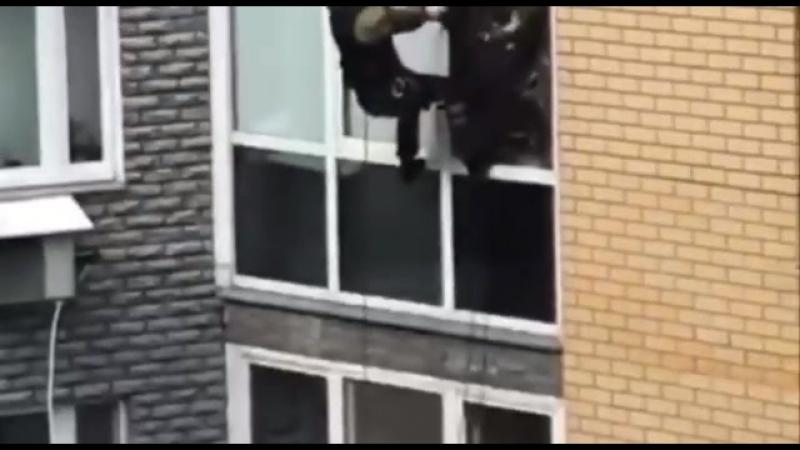 Спецназ еле влез в квартиру Новгород