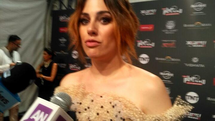 """TV Bío Bío on Instagram: """"La actriz española @blanca_suarez se queda con el premio platino Mejor interpretación femenina en la categoría serie - mi..."""